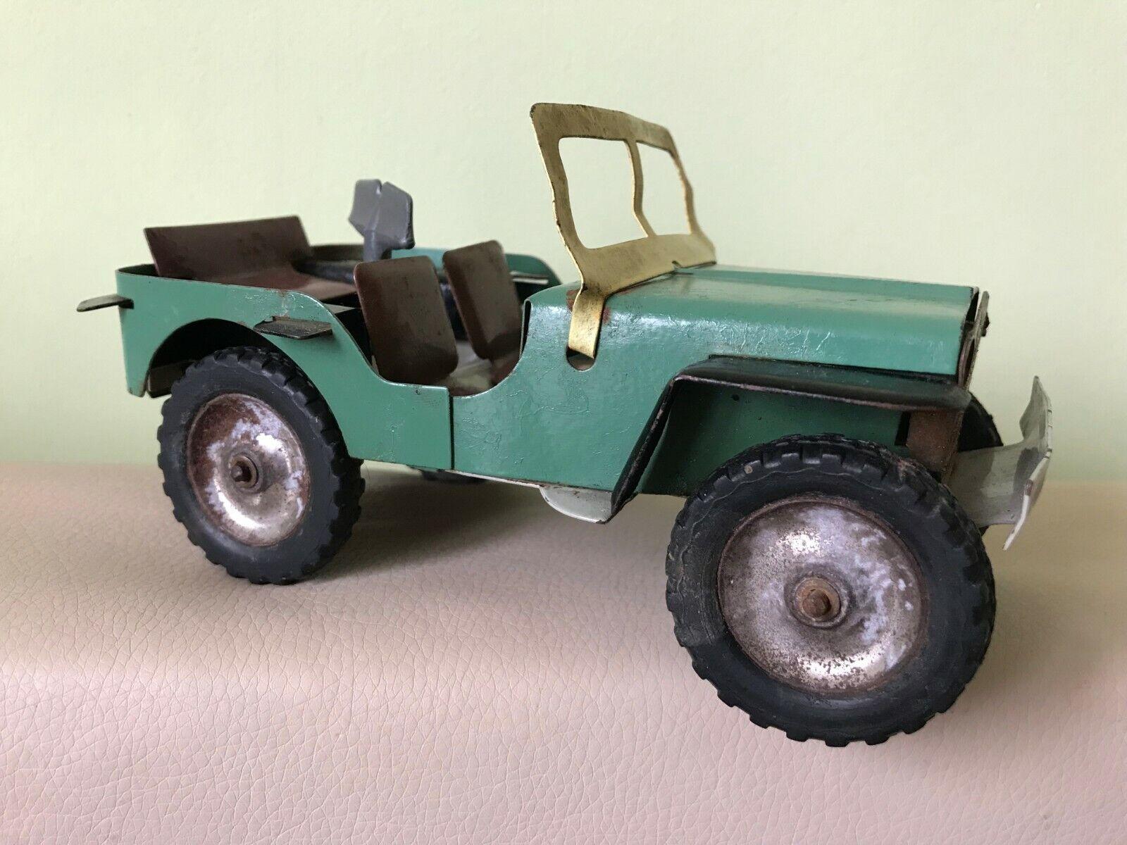 Antiguo Juguete De Hojalata Jeep Con Llave