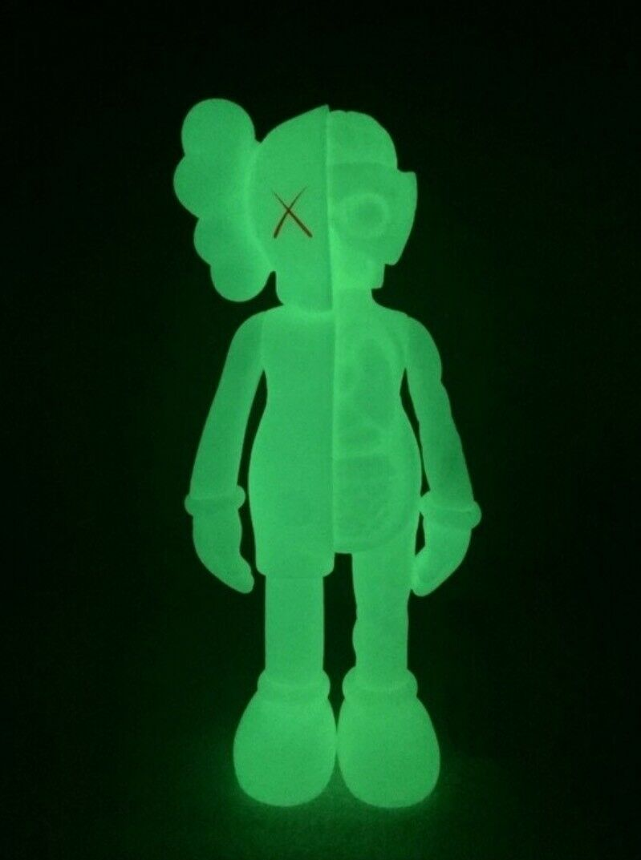 Kaws Companion Five Years Later Kaws ..06 Glow in the dark. Medicom Toy REPLICA