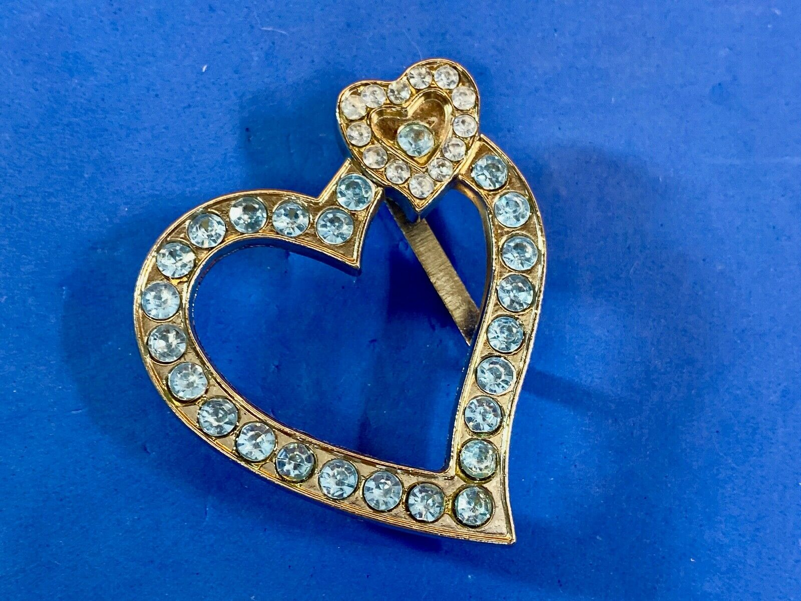 Vintage? Gold tone HEART with many accent rhinestones? belt buckle or clip