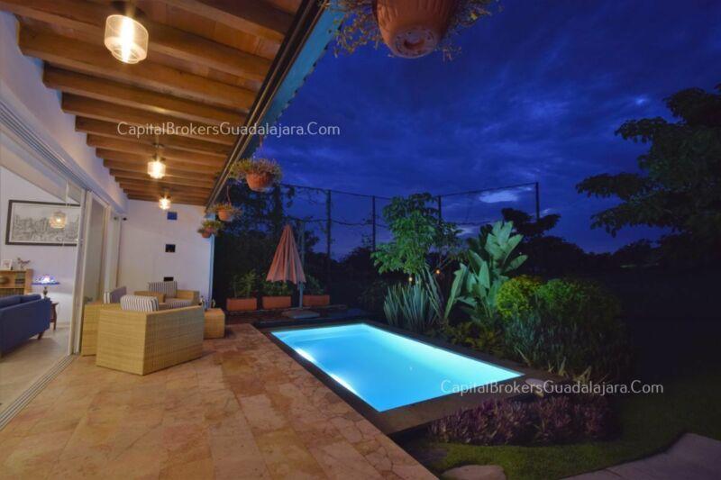 Casa en Venta Moderna en Colima Campo Lujo