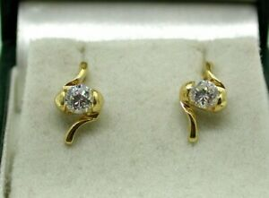 Vintage-Lovely-Pair-Of-18-carat-Gold-And-White-Tourmaline-Stud-Earrings