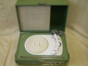Age-Ziphona-Turntable-With-Pipe-Amplifier-And-Speaker-GDR