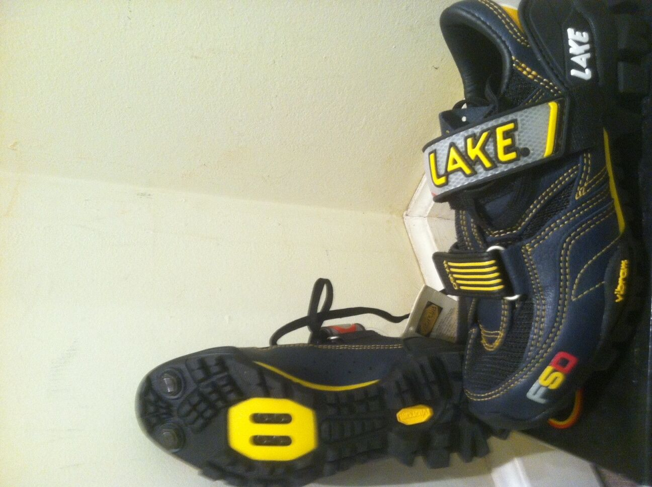 NEW LAKE MX 160 MOUNTAIN SHOES Womens SIZE 37   6 US