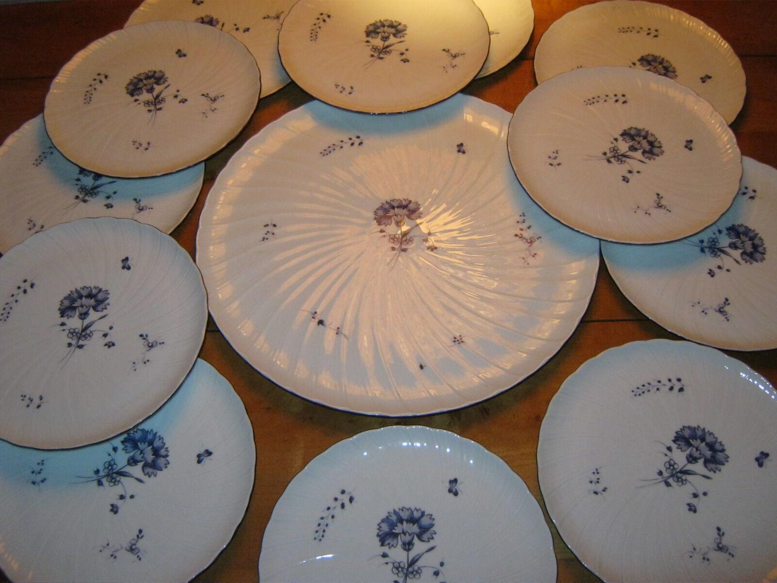 Sevice desset 1 plat +12  assiettes BERNARDEAU  Oeillet bleu Chantilly 18em