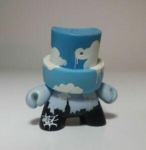 Inclinaison    - Fatcap série 1 Chase 1/400 de Kidrobot Le / 300  the City Of Clouds