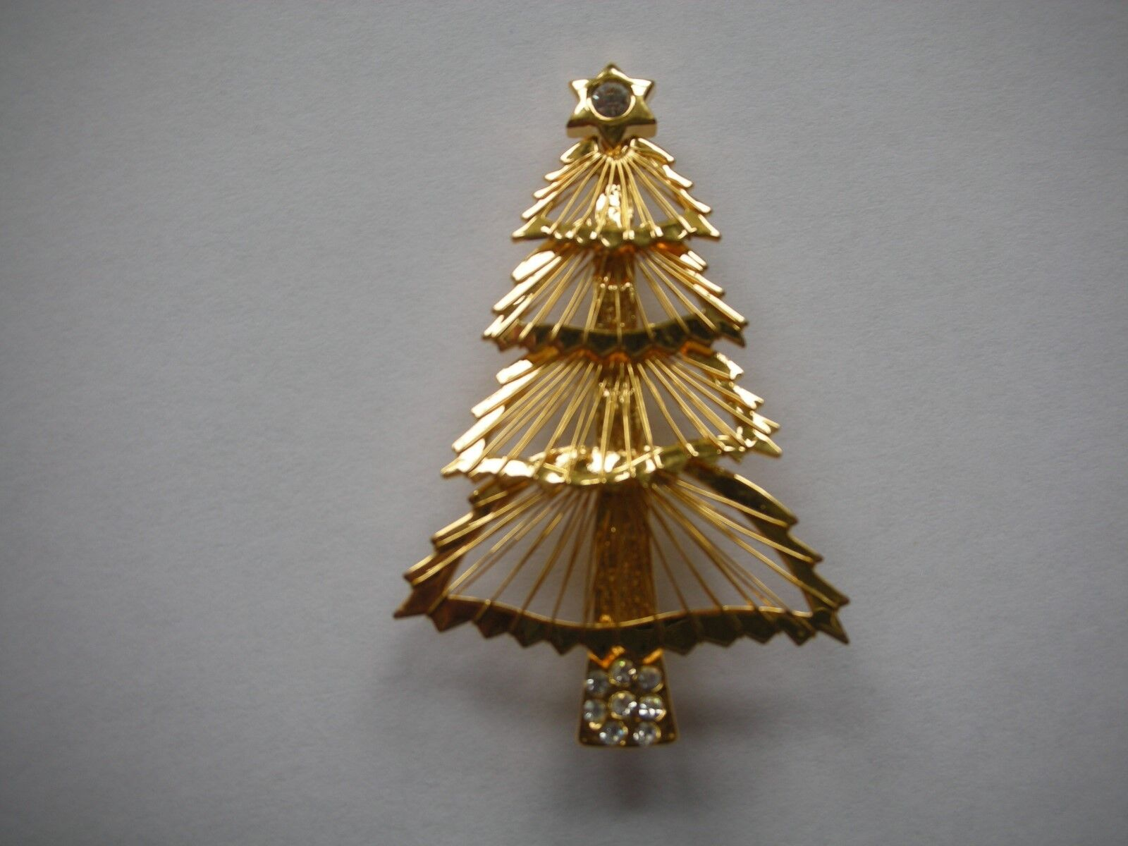VINTAGE MONET gold TONED XMAS TREE PIN, WIRED, RARE, 2-1 4 X 1.5