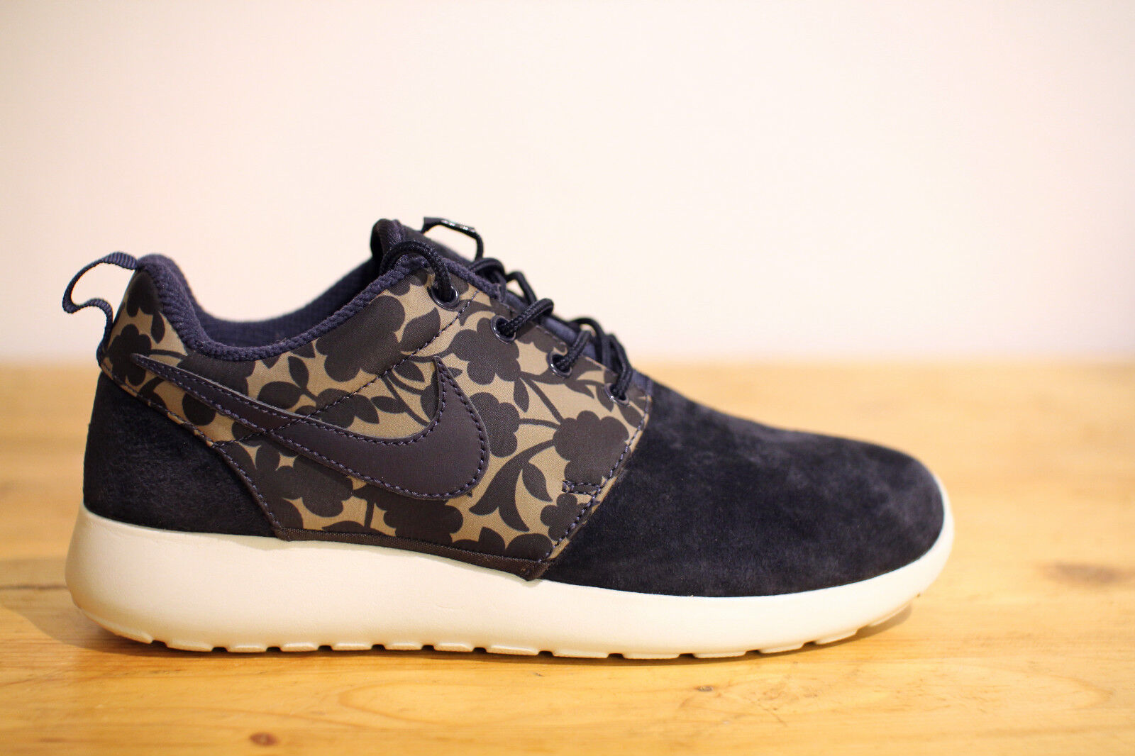 Nike Roshe One NEU Liberty QS WMNS Run Gr. 38,39,40 NEU One & OVP 698891