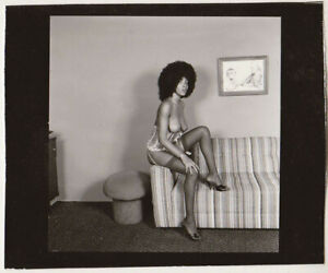 Original-vintage-1970s-attractive-nude-with-Afro-hairstyle-contact-print