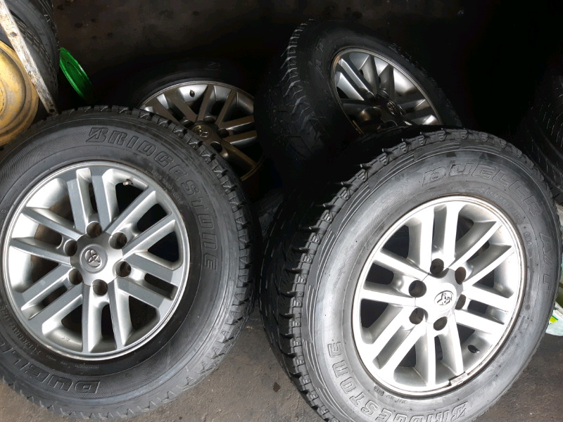 "A set of 17"" 6holes Toyota mags. Fit on hilux and fortuner"
