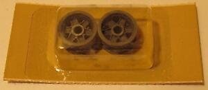039-60s-Cox-1-24-Free-Wheeling-Magnesium-Front-Ford-GT-Wheels-9843-MOC