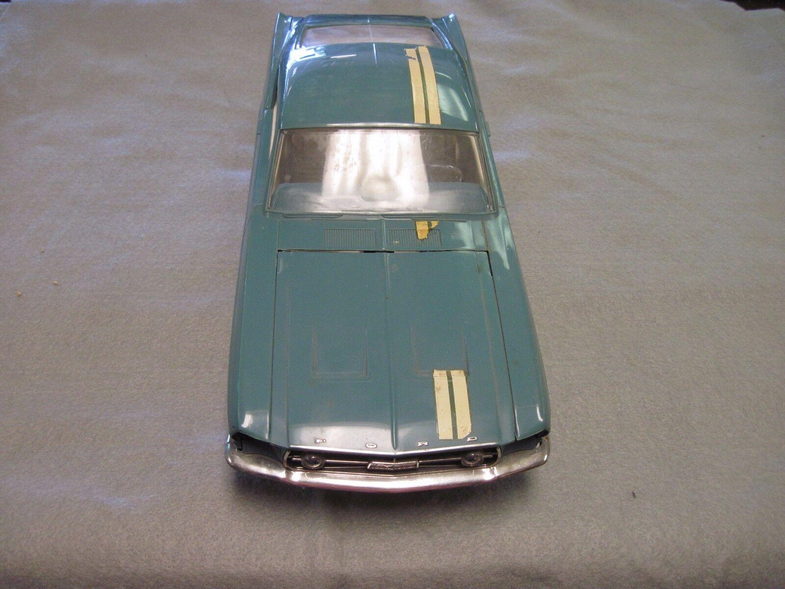 Mustang 1967 millionnaires Club 2+2 mecs dans boîte d'origine