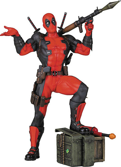 Marvel Collectible Statue Figure Collectors Gallery - Deadpool with Bazooka