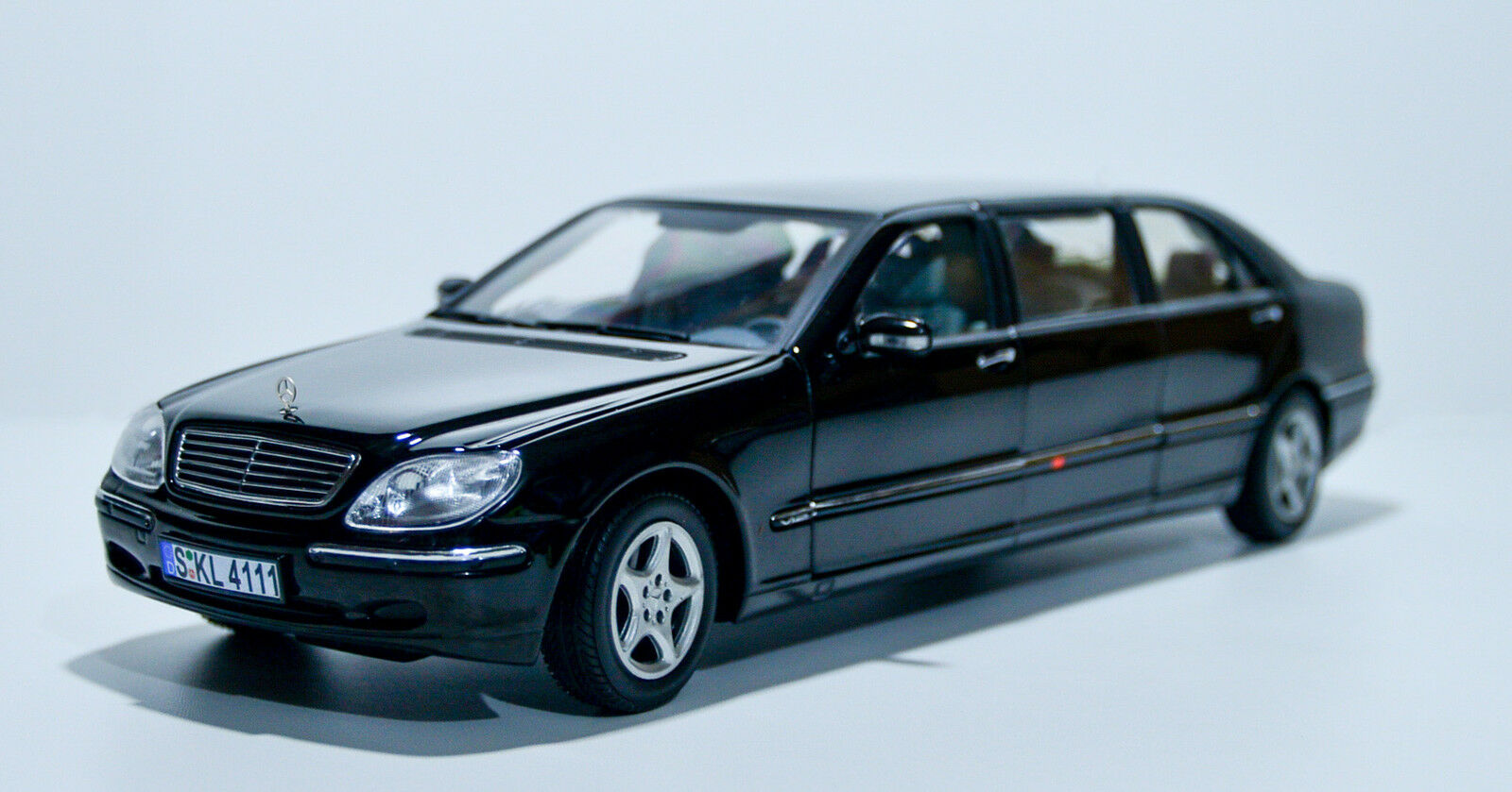 Sunstar Mercedes Benz S Class Pullman diecast car 1 18 NIB Model 4111