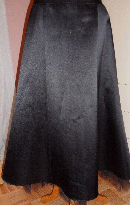 LAUNDRY fabulous flowy skirt with nylon mesh lining, very festive , classy