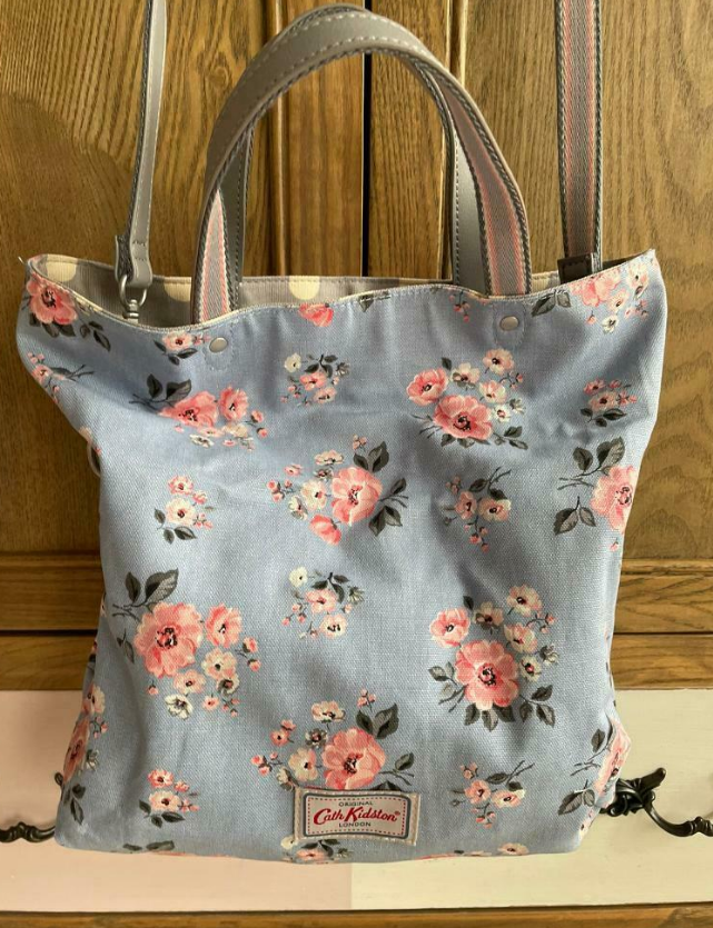 Reverseable bag with Grey Spot on one side and blue floral on other turd 3