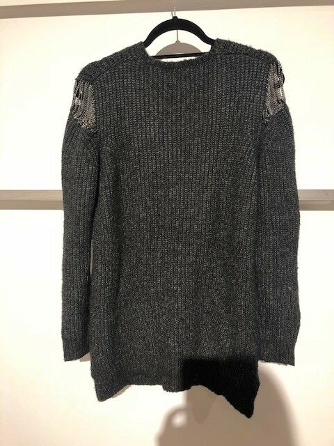 Line the the the Label- Charcoal Sweater- Cold Shoulder- NWT Meghan Markle- Size S e62072