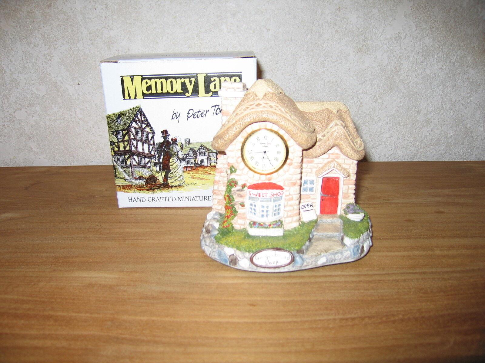 MEMORY LANE NEW Maison Cottage Gingerbread Shop avec Horloge 12x14cm