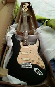 EDDIE-VAN-HALEN-Autographed-Guitar-And-Framed-Photo-With-COA-Portland-Oregon