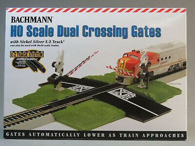 O Scale Williams by Bachmann Operating Crossing Gate