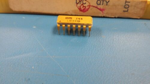 NSC VINTAGE 14 PIN CERAMIC DIP GOLD LEADS AND TOP 1973 DATE CDIP 1 PC LM311D