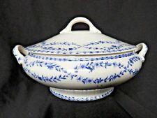 Jolie petite soupière ou légumier en faïence ancienne décor floral bleu