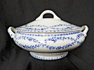 Jolie-petite-soupiere-ou-legumier-en-faience-ancienne-decor-floral-bleu