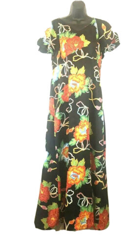 One size fits Most!! VINTAGE 1970s Floral HAWAIIAN Wrap dress by POMARE