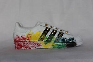 cd1536588d Caricamento dell'immagine in corso scarpe-adidas-superstar-con-spruzzatura- colorata-e-borchie