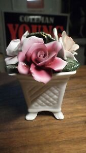 Vintage-ROYAL-KENDALL-Fine-Bone-China-Flower-BOUQUETIN-4-LEGGED-BASKET-4-034-X-4-034