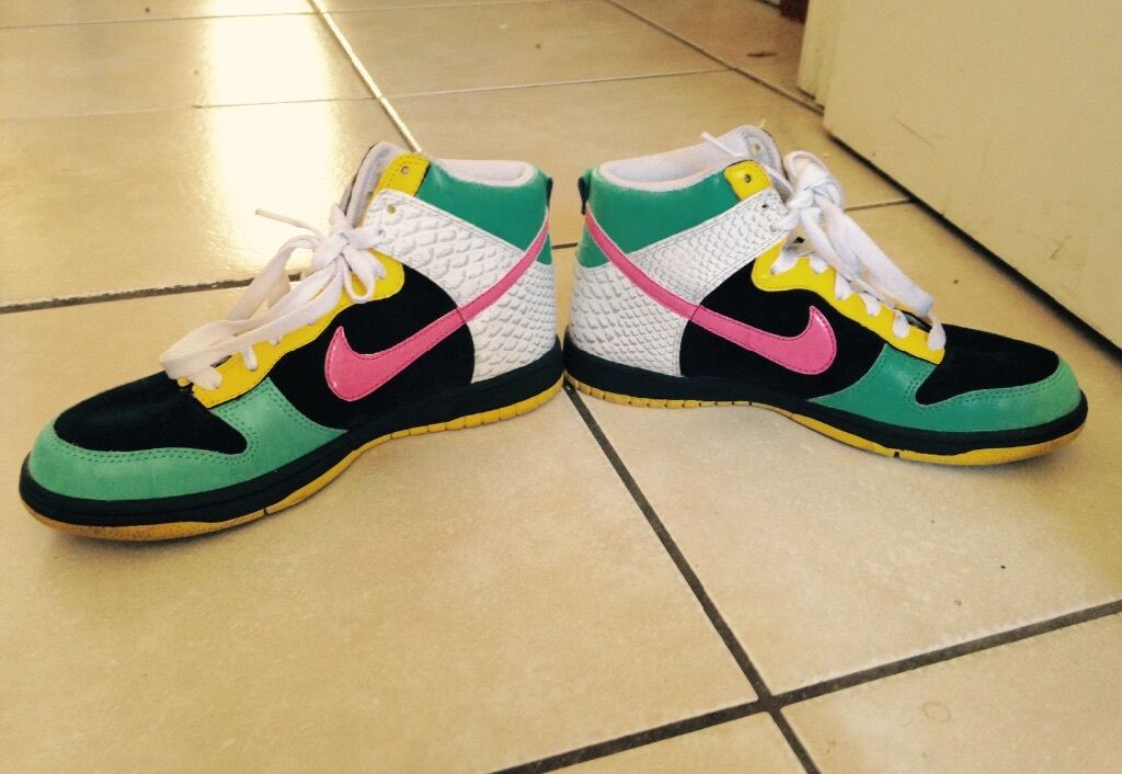 Colorful retro Nikes size 8.5 only worn once  120 MUST GO