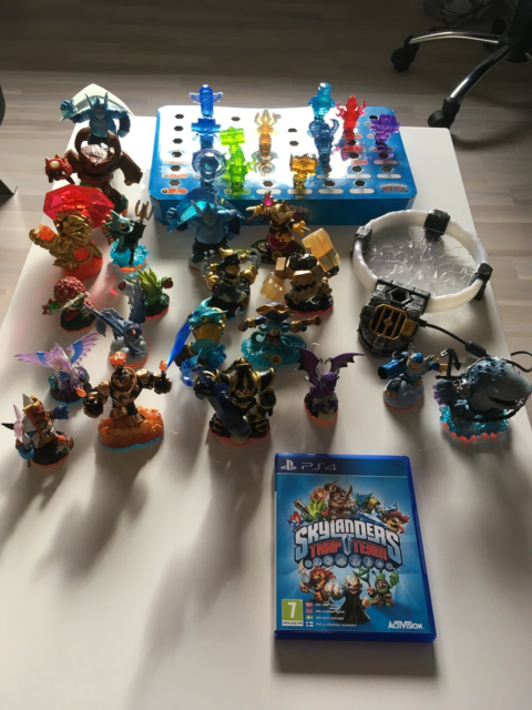 Skylanders, PS4, Trap Team med 20 figurer 11 fælder og…