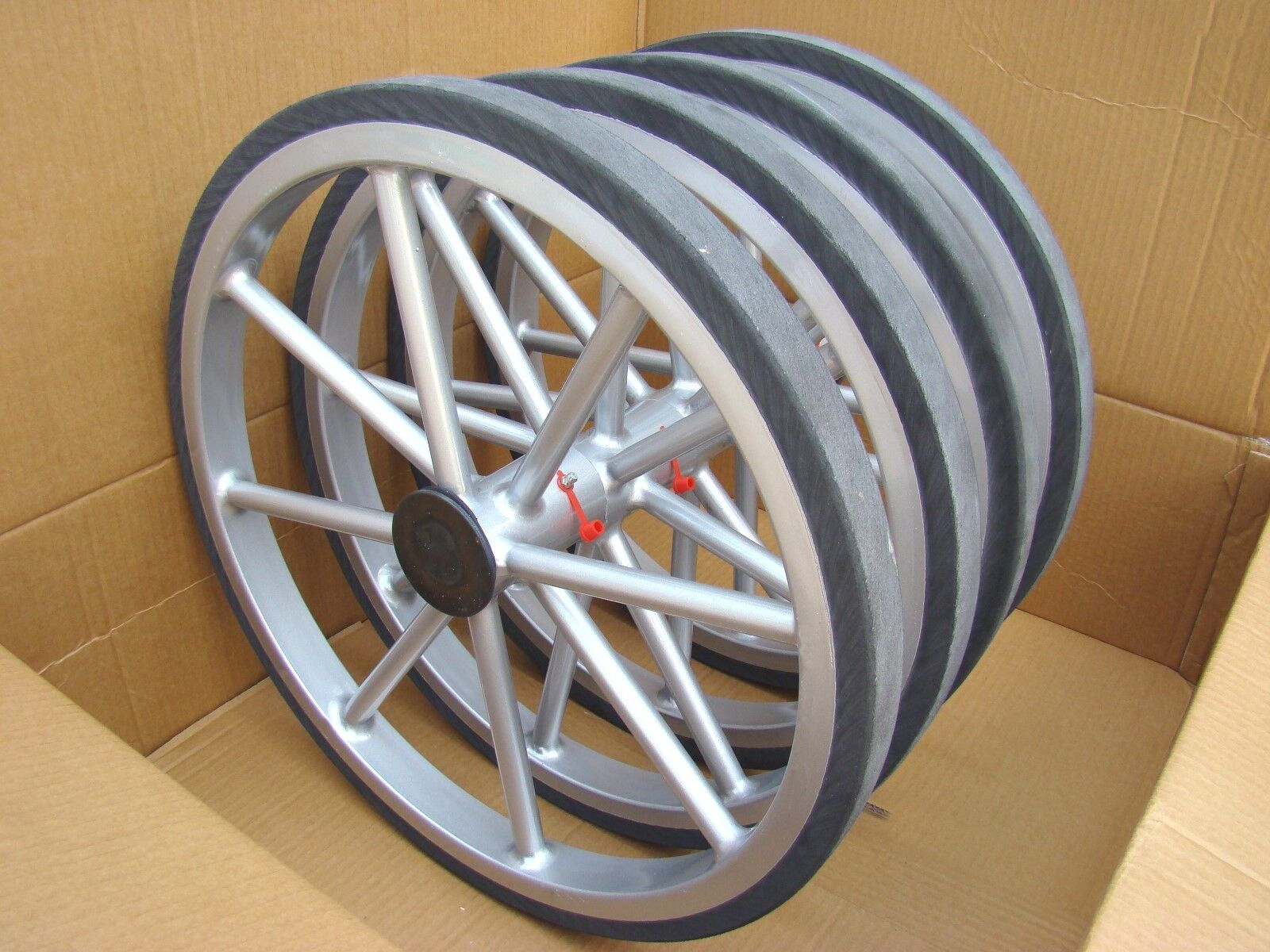Horse Carriage Cart Wheels Solid Rubber Tyre With Axel Fittings High Quality