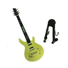 Miniatur gitarre GELB GRAFFITI in holz malerei mit sockel für unterstützung