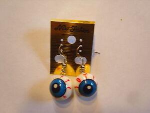 Ohrringe-mit-runden-Augen-aus-Kunststoff-blaue-Pupille-rote-Adern-965