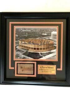 Philadelphia-Flyers-Authentic-Slice-of-Spectrum-Brick-and-Signed-Photo