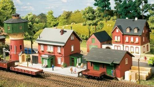 SH Auhagen 15304  Set Bahnhof Neschwitz Spur Spur Spur TT 436642
