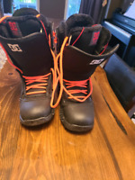 Woman's 7.5 US DC snowboard boots