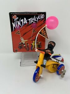 VINTAGE-WIND-UP-NINJA-TRICYCLE-FIGURE-w-FLAG-BALLOON-MARX-TIN-TOY-RARE