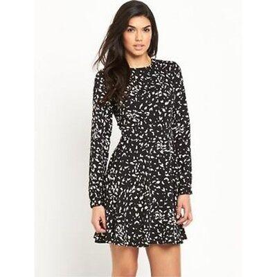 Kleider Aufrichtig V By Very Printed Tiered Swing Dress Size 8 Bnwt Rrp £39 Black/white Uk Freepost Gutes Renommee Auf Der Ganzen Welt