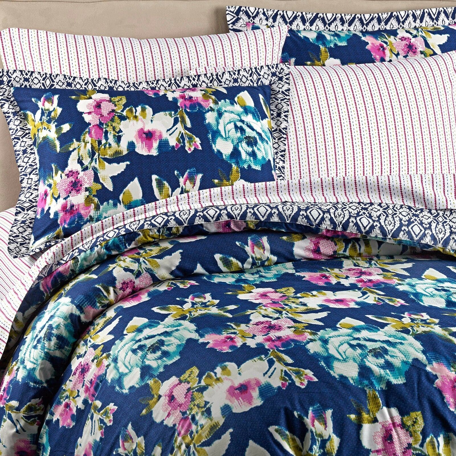 Wander Home Krysten Reversible Comforter Set New