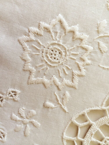Vintage Needle Lace Handmade Embroidery Linen Tablecloth White//Ivory w//Napkins