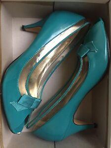 Patent-Aquamarine-Peeptoes-With-Clear-Plastic-Detail-amp-Bow-tie-Peeptoe