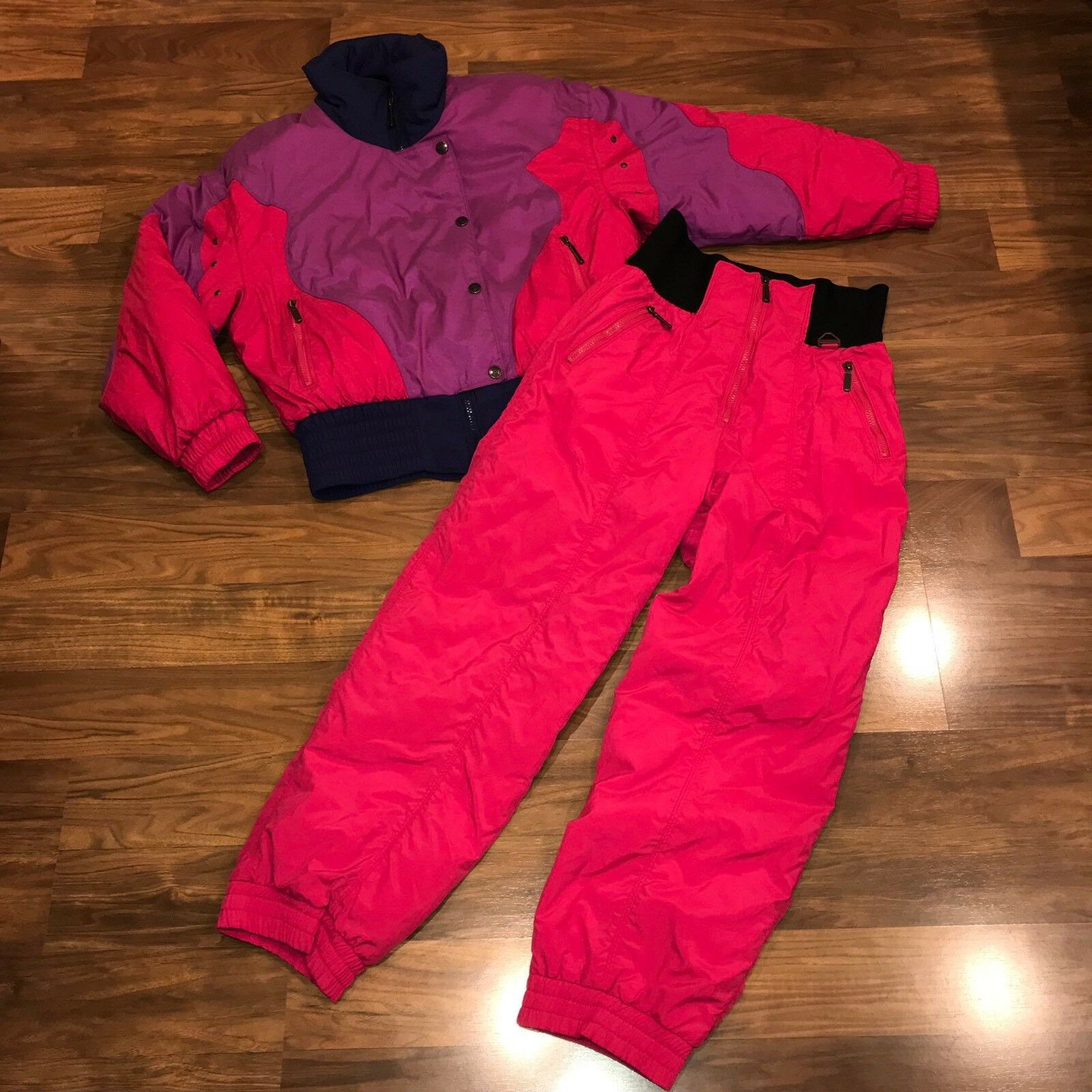 Vtg 80s 90s TYROLIA Pink 2 piece SNOWSUIT Womens  10 Ski Snow Suit Coat Bib Pants  selling well all over the world