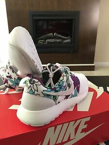 NIKE AIR ROSHE RUN ALOHA PACK FLORAL BLACK 8 9 all white HUARACHE ... fcbf852b4e0a