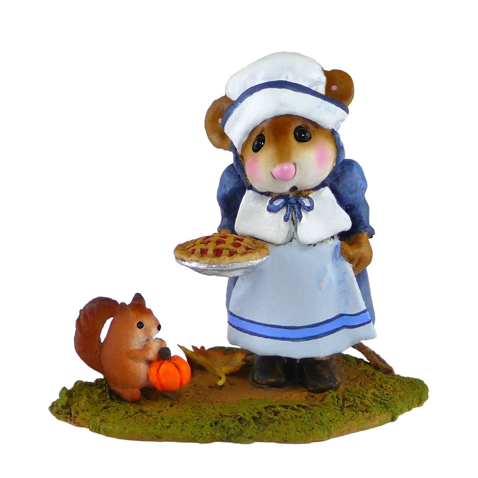 Wee Forest Folk Folk Folk Miniature Figurine M-496 - Wee Pumpkin and Pie 10458b