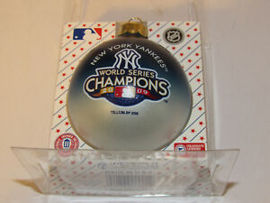 NEW YORK YANKEES World Series CHAMPIONS Christmas TREE ORNAMENT RD Glass Ball