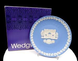 WEDGWOOD-JASPERWARE-BLUE-CHRISTMAS-8-034-MARBLE-ARCH-PLATE-ORIGINAL-BOX-1981