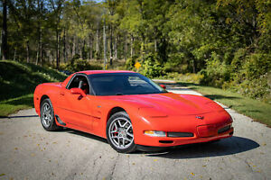 2002 Chevrolet Corvette Z06, LS6, 6spd, 405hp, Two tone interior, Victory red, 62kms!