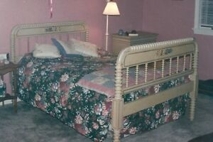 Image Is Loading Beautiful Antique 4 Piece Jenny Lind Spool Bedroom
