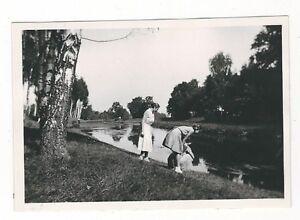 7-583-FOTO-FRAUEN-AN-DER-PULSNITZ-BEI-ELSTERWERDA-LIEBENWERDA-LAUCHHAMMER